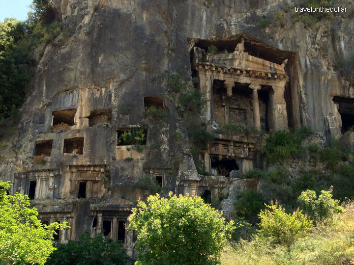 Amynthas Lycan Tombs