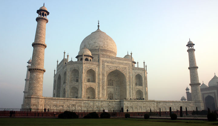 Taj_Mahal_at_morning