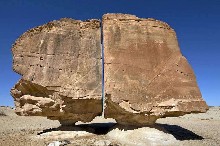 Al-Naslaa-Rock-Formation2