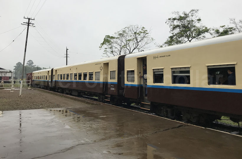 Mandalay to Lashio train approaching at Pyin Oo Lwin station