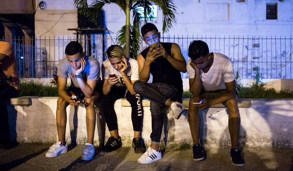 Young Cubans accessing information on internet