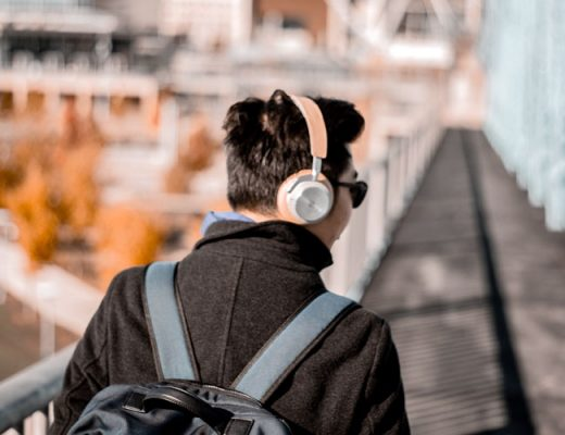 Travel Hack: Put headphones for navigation and avoid creeps